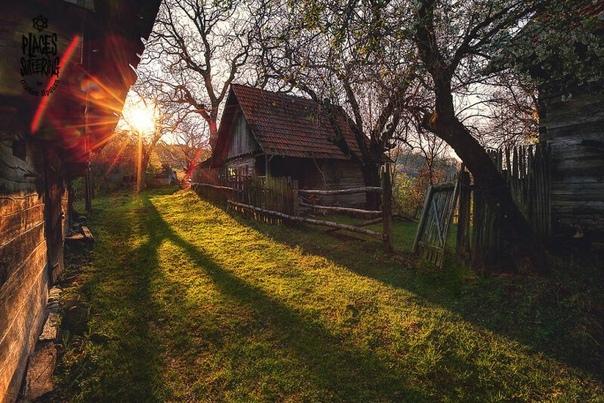 Фотографии заброшенных домов на западе Румынии. Автор: Cristian Lipovan.