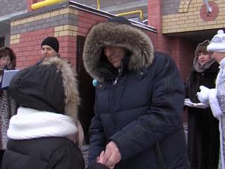 Александр Евстифеев вручил ключи от новых квартир 52 детям-сиротам