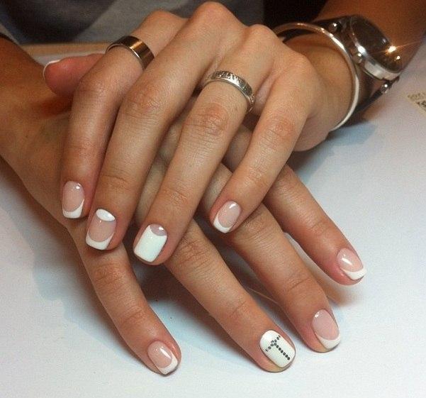 Френч и лунный маникюр на коротких ногтях