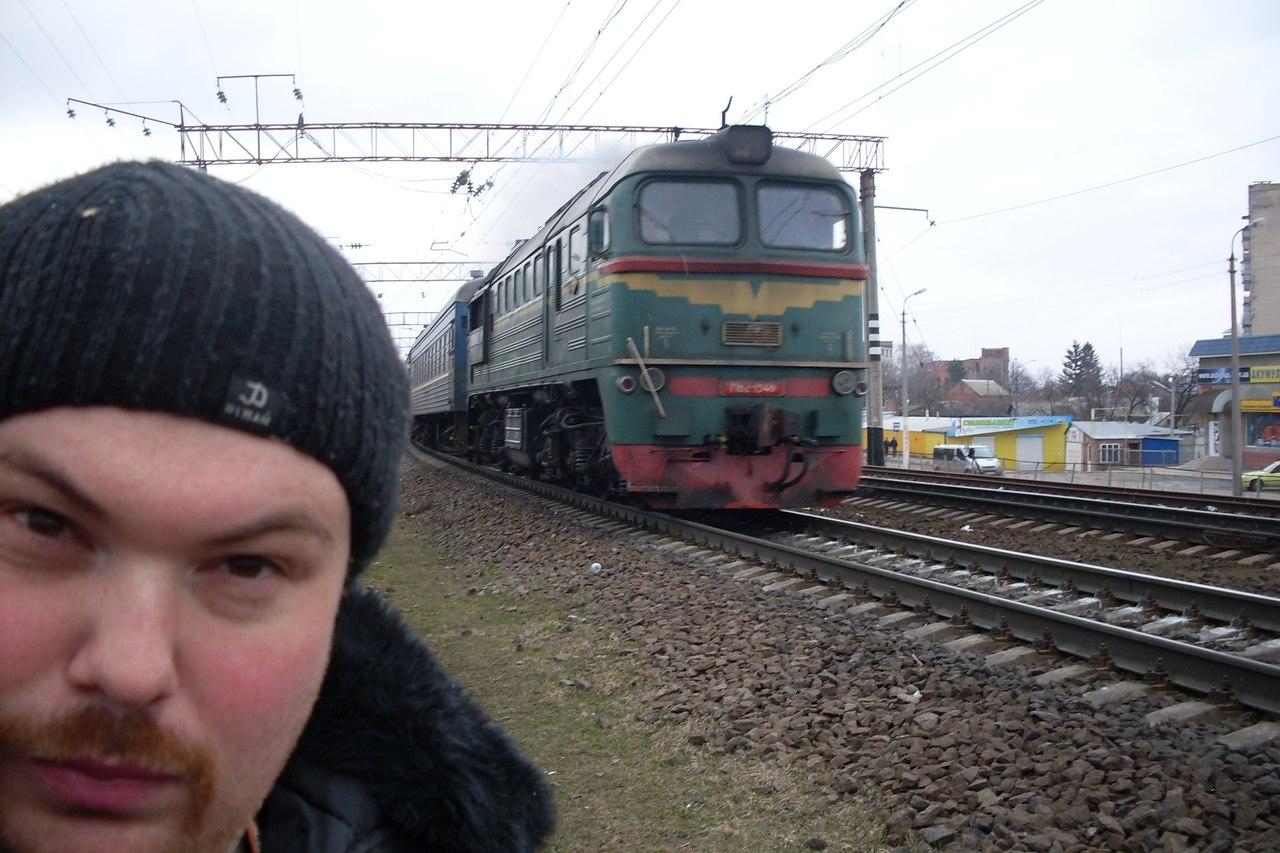 Чувак між поїздами 12 фотография