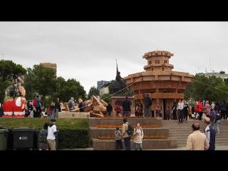 В Самаре на фестивале «ВолгаФест» ветер сдул маяк из картонных коробок