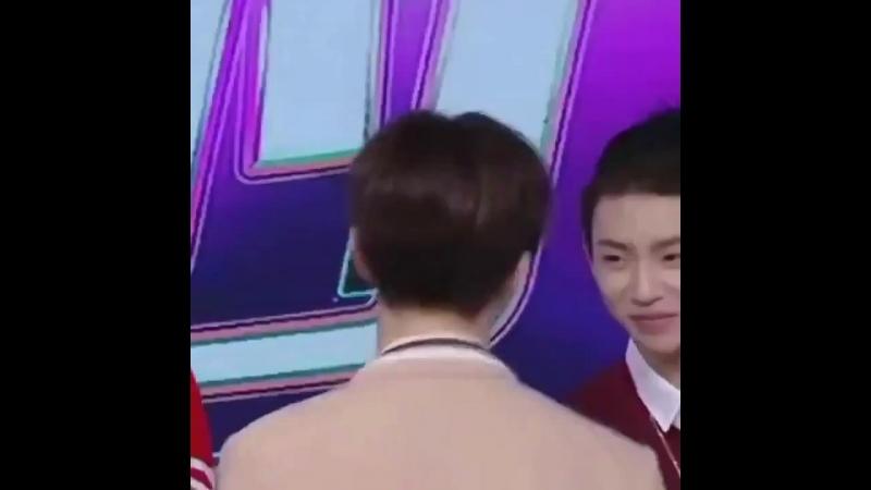 ЧенЧен поцеловал Сяогуя в лобик хд