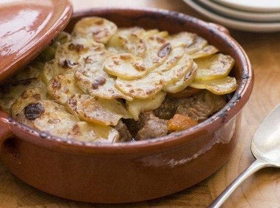 баранина по-английски что нужно: картофель 700 гбаранина 500 глук репчатый 300 гпаста томатная 10 гтмин 4 гжир 60 главровый лист 2 шт.чеснок по вкусусоль по вкусуперец черный молотый по