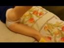Юная школьница занимается гимнастикой в постели перед сном Голая Тян Эротика