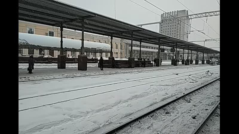Морда-снеговик Электропоезд ЭР2Р-7034 сообщением 6833 Дубово-Лозовая-Харьков прибывает на станцию Харьков-Пассажирский