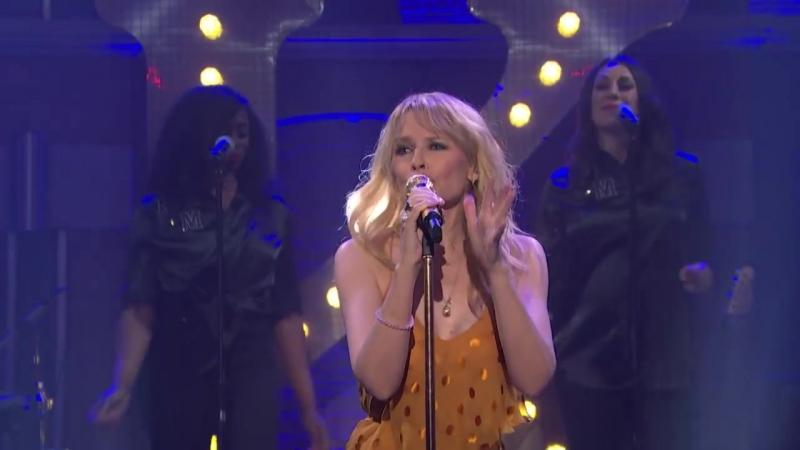 Кайли Миноуг Kylie Minogue Cant Get You Out of My Head 25 04 2018 телешоу Сета Майерса в Нью Йорке США