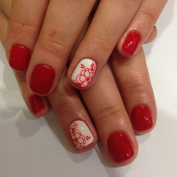 Красный дизайн ногтей на короткие ногти