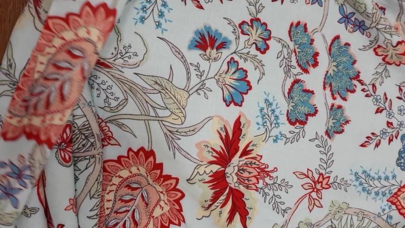 Нежный штапель арт.В2а цветочное сплетение на голубом фоне.