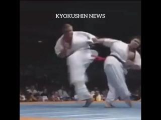 Сногсшибательная вертуха в голову в Кёкусинкай карате. Подготовка бойца https://vk.com/oyama_mas