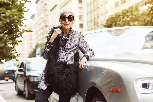 97-летняя модель заключила контракт с модельным агентством Айрис модель. На днях она заключила контракт с модельным агентством IMG Models, которое сотрудничает с Кендалл Дженнер, Беллой Хадид и