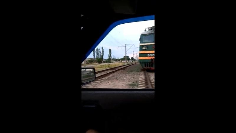 Поезд уступает автомобилям😂🚂🚗🚙
