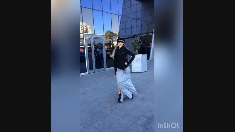 Крутой осенний LOOk 👗🍂🍁 платье с разрезом на ножке👌 куртка и дополняет образ дизайнерская кепка😎