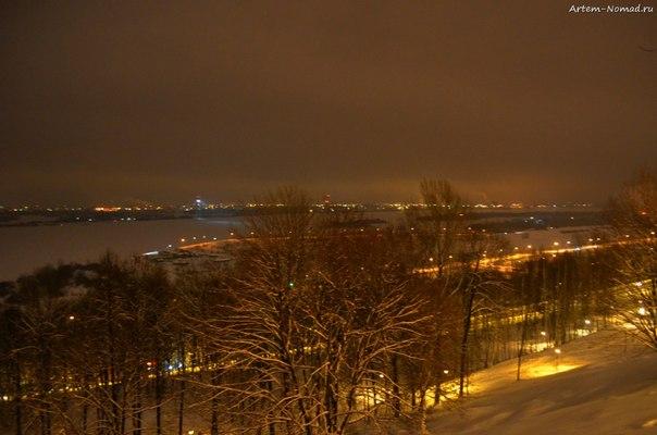 Вон то белое и широкое - Волга!