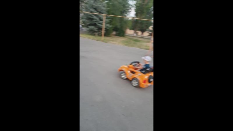 два гонщика :)