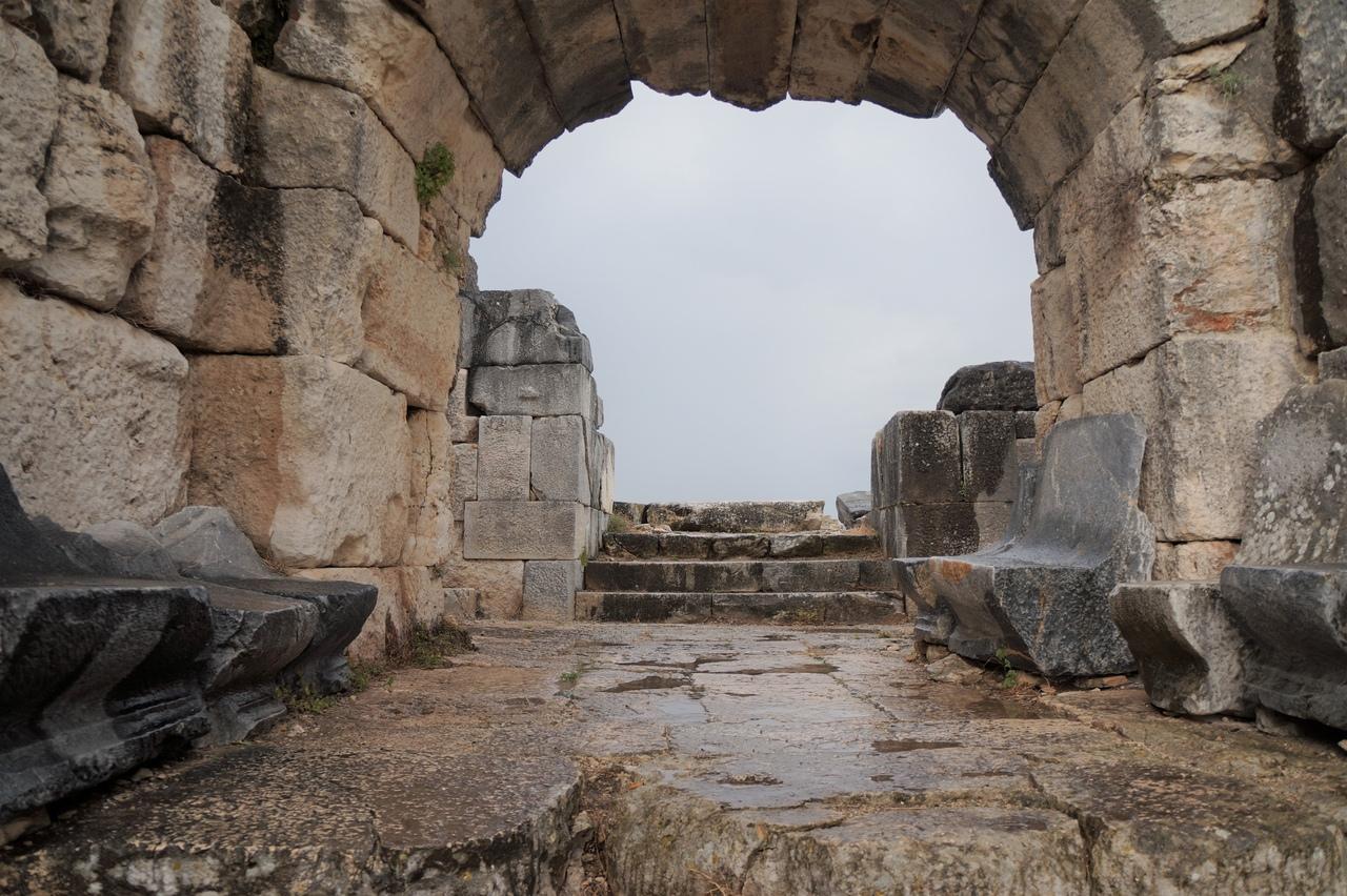 Древний Милет - самый знаменитый город Ионии театр, Милет, неплохо, Милета, месте, город, города, одним, жители, городов, находился, сохранился, римляне, Милету, Город, период, самых, очень, Персии, гавань
