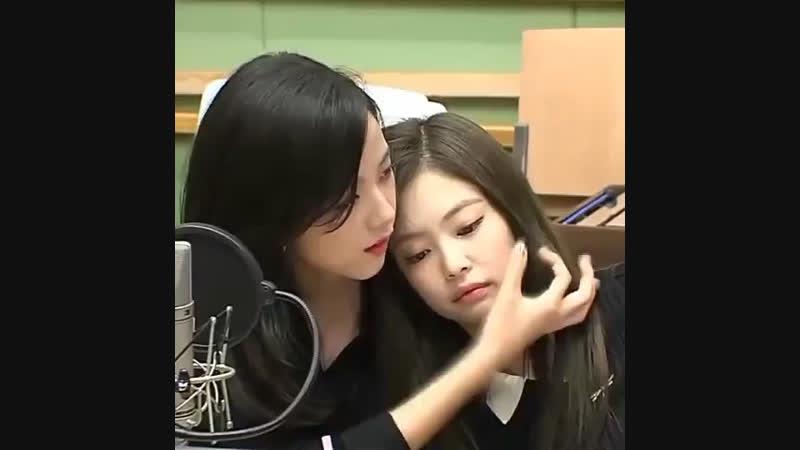 Jensoo cute moment ♡