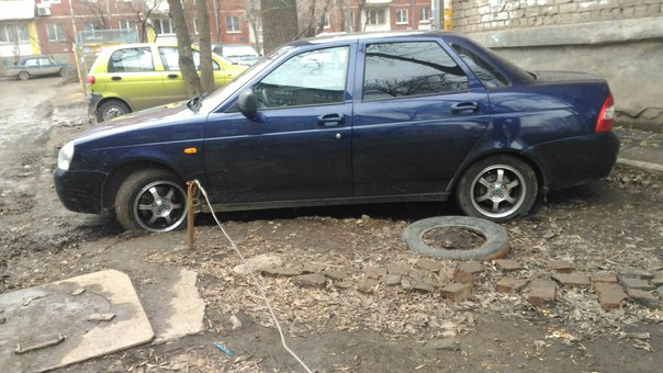 Продам приору 2012года, цвет по тс синий. Машина в идеальном состоянии