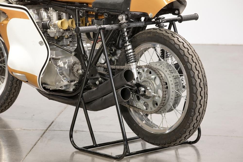 Редкий гоночный мотоцикл Honda CR750