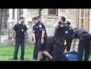 Демократия в США... 5 полицейских мутузят одного негра...а потом приезжает ещё 10 полицейских... 5.2.2018