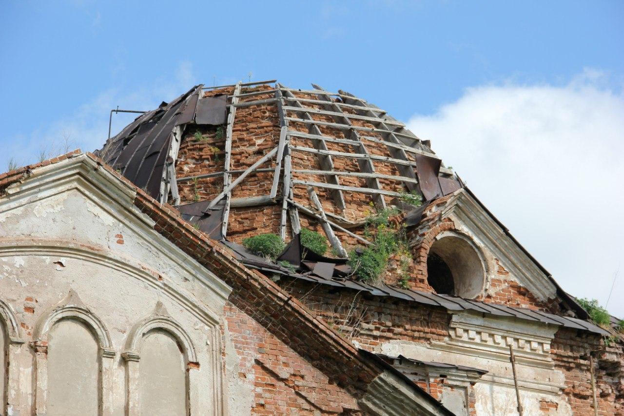 Аварийный купол храма. Находиться под ним опасно! (04.07.2014)