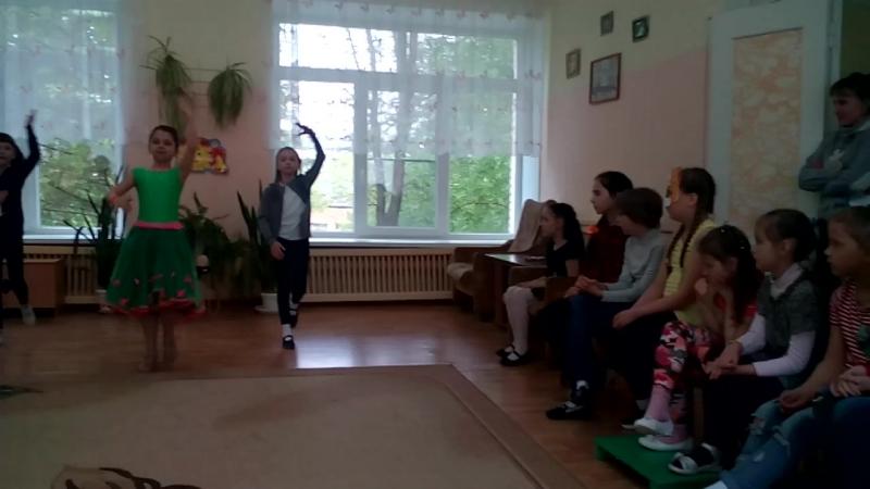 Танцевальный номер от девочек