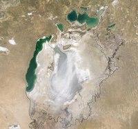 Аральское море в 1960 г. (показано красной линией) и сейчас Аральское море (или озеро) до начала 1960-х годов...
