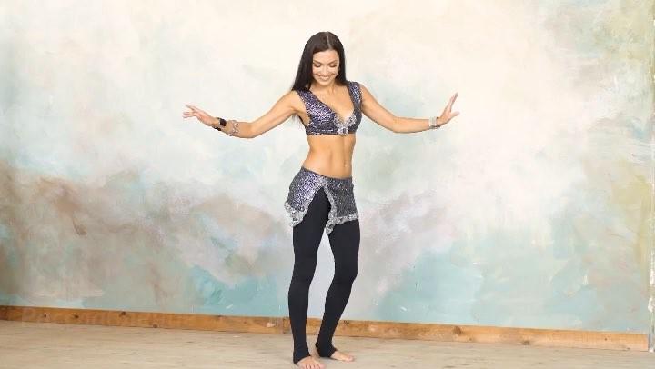 """Eastlover ♥ Home Bellydancer on Instagram: """"Ru: Урок 10. Принципы восточных танцев. 👉 ⠀ 1) Осанка. Всегда держим спину ровно, грудную клетку тянем ..."""