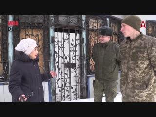 Пленному бойцу ВСУ показали разрушенный обстрелами Донецк.