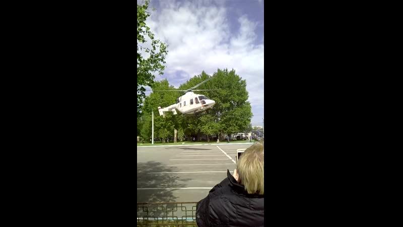 Вертолет подаренный правительством Челябинкой области для перевозке очень тяжолых пациентов.