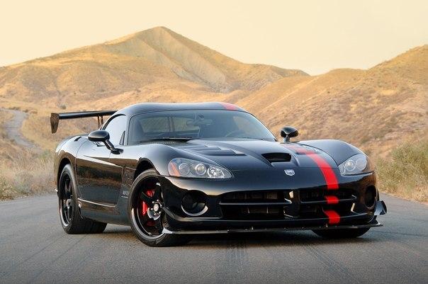 Dodge Viper SRT10 ACR 8.4L V10 Atmo Мощность: 610 л.с. Крутящий момент: 760 Нм Привод: Задний Разгон до сотни: 3.4 сек Максимальная скорость: 327 км/ч Масса: 1 552 кг