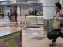 В аэропорту Домодедово потоки воды льются с потолка