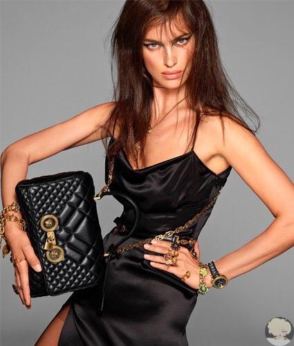 33-летняя Ирина Шейк, которая недавно посетила Москву в качестве нового амбассадора косметического бренда Marс Jacobs Beauty, поделилась с подписчиками в Instagram свежим кадром модной съемки для Versace.