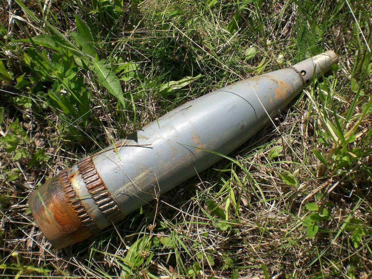 В 100 километрах от Таганрога, недалеко от украинской границы, в поле обнаружены 8 танковых 120 мм снарядов