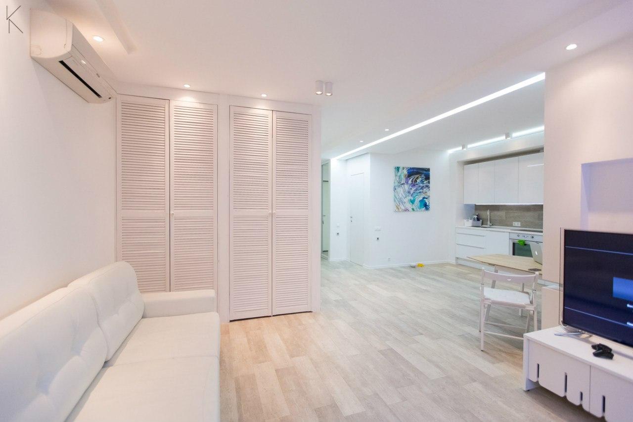 Минималистичный светлый интерьер квартиры 50 м в Москве от студии DveKati (ДвеКати).