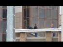 снимают двух девушек с крыши в Купчино 1