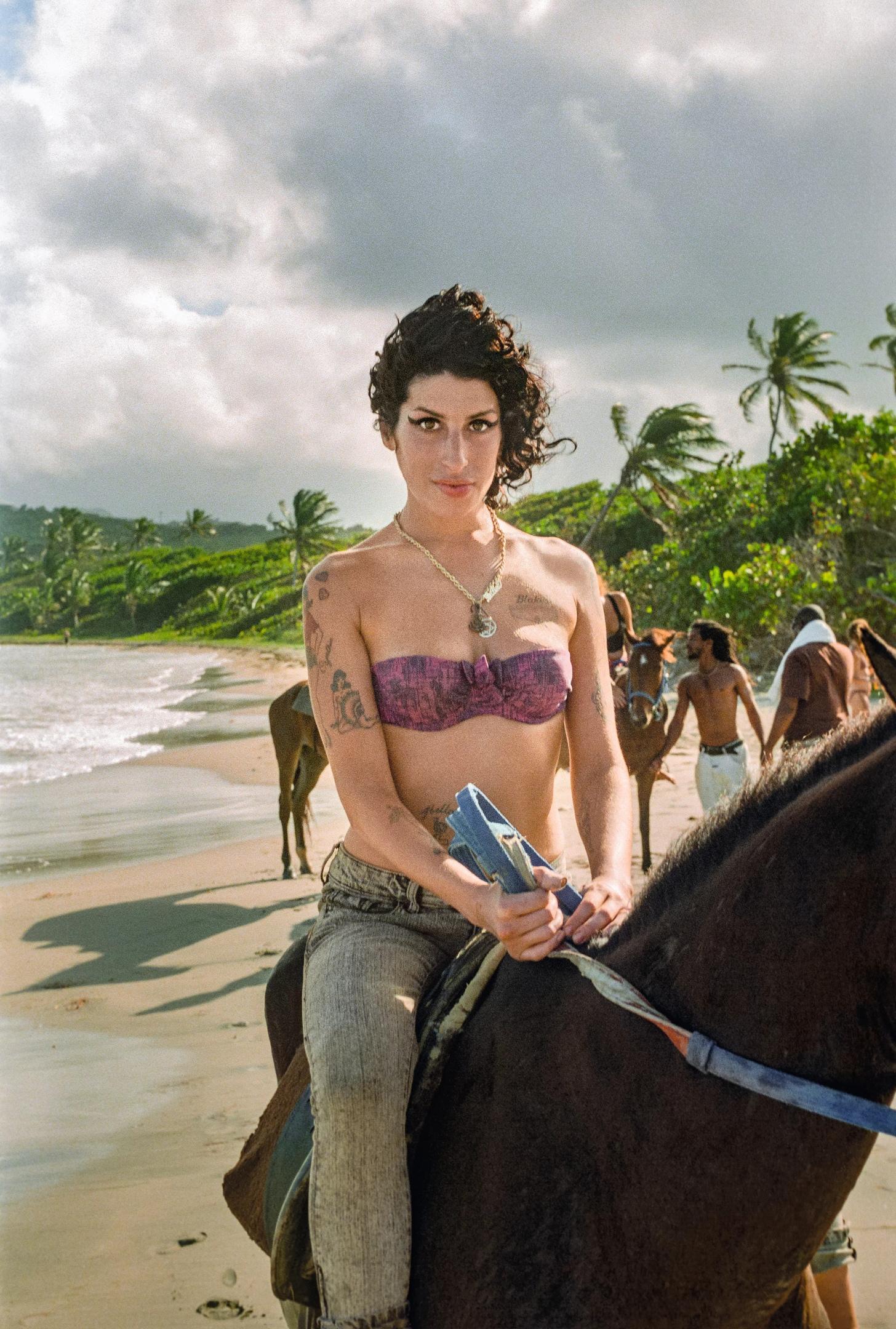 В книгу Amy Winehouse by Blake Wood войдут неизданные снимки певицы