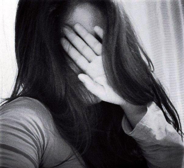 Фото девушек закрытое лицо на аву