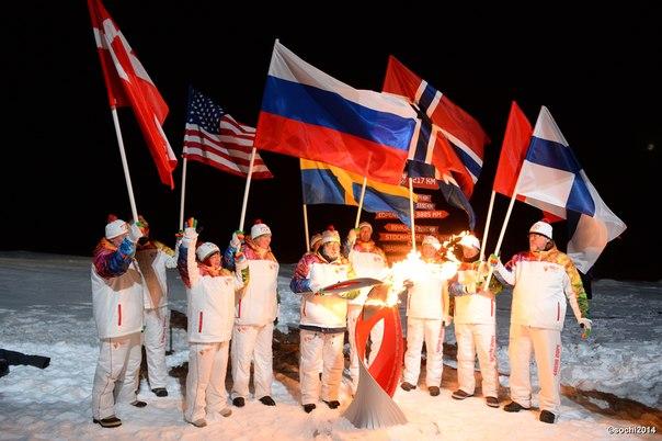 Впервые в истории и навсегда в памяти. Олимпийский огонь - на Северном полюсе! Экспедиция удалась!  #ЭстафетаОгня #Сочи2014 #Sochi2014