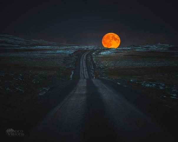 Восход Луны в горах Сильван, Норвегия.