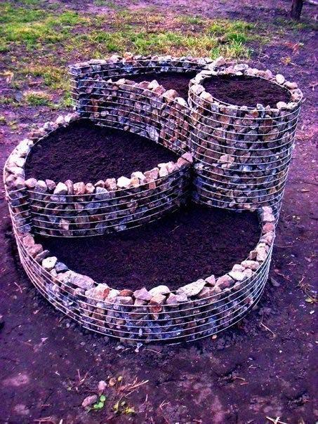 Многоярусная клумба из камня