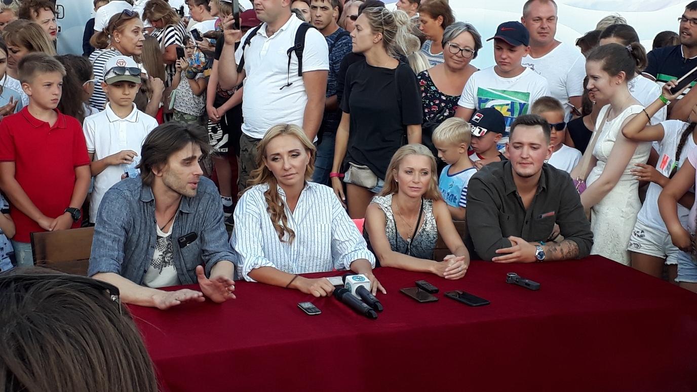 Ледовые шоу-2018-2019 - Страница 9 IxvdBZ88c4w