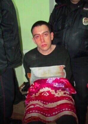 Парень посмотрел фильм ужасов, после чего с ножом напал на семью и соседей. Случай произошел в Татарстане. 21-летний парень вместе с братом сел за просмотр фильма ужасов на ноутбуке, а их