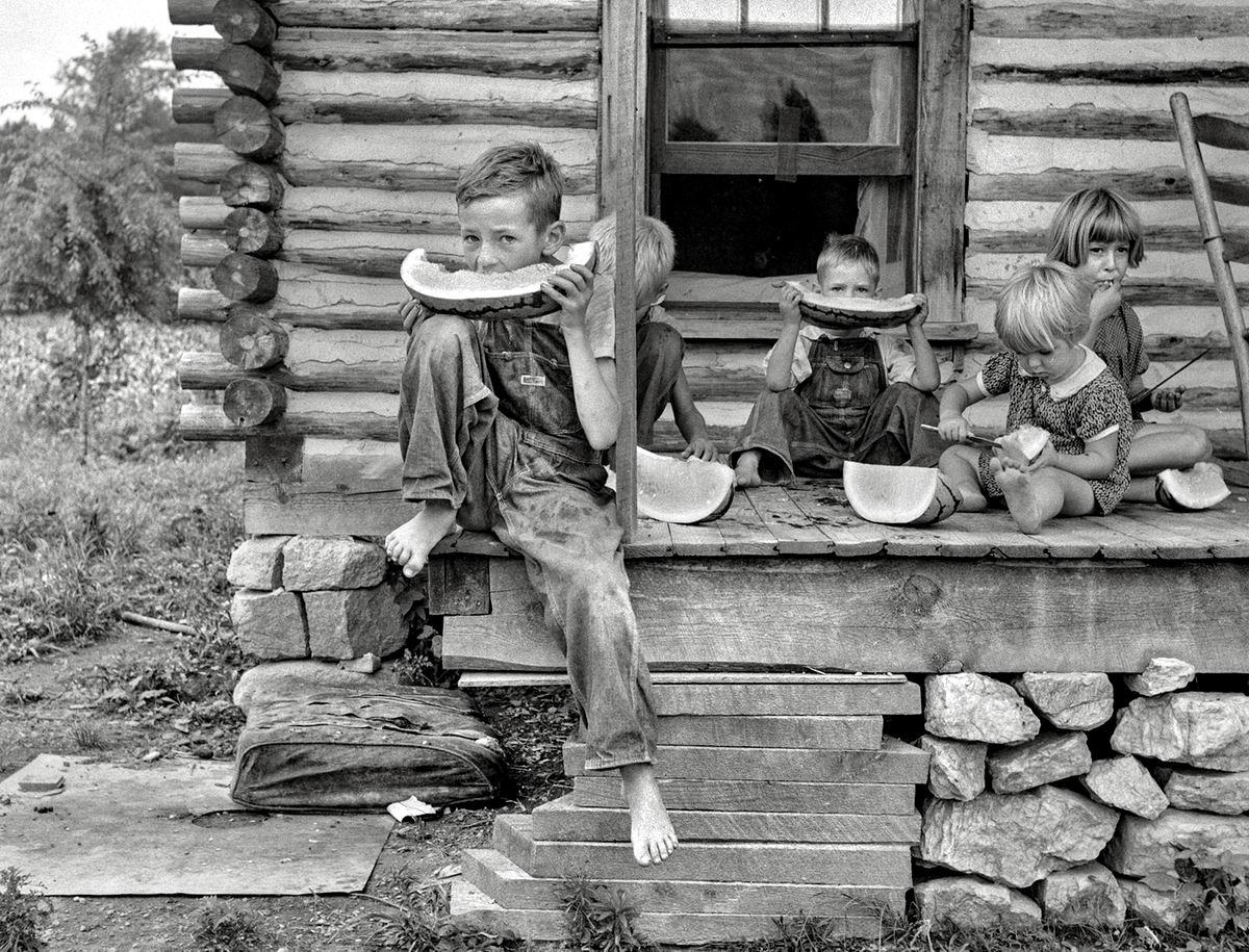 Сегодня - праздник живота!: Юные любители арбузов (1939 год)