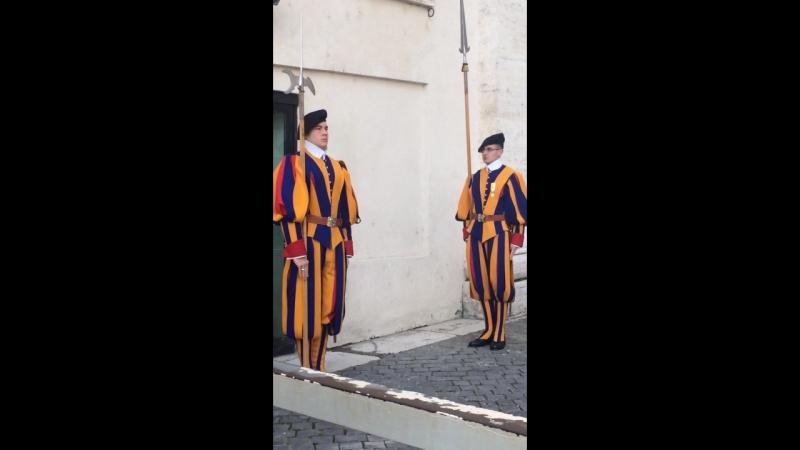 Смена караула в папской гвардии