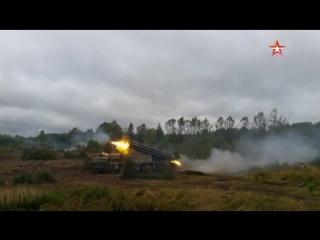 Сокрушительный огонь: «Смерчи» уничтожили «противника» в ходе учений ЗВО