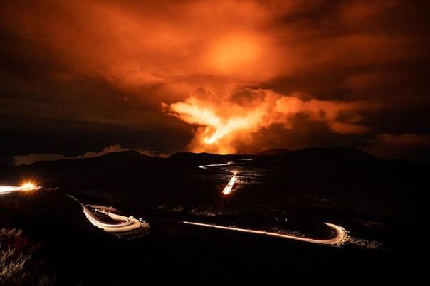 Извержение вулкана Питон-де-ла-Фурнез (остров Реюньон, Маскаренские острова)