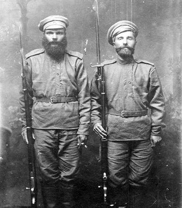 Солдаты с винтовками из Японии