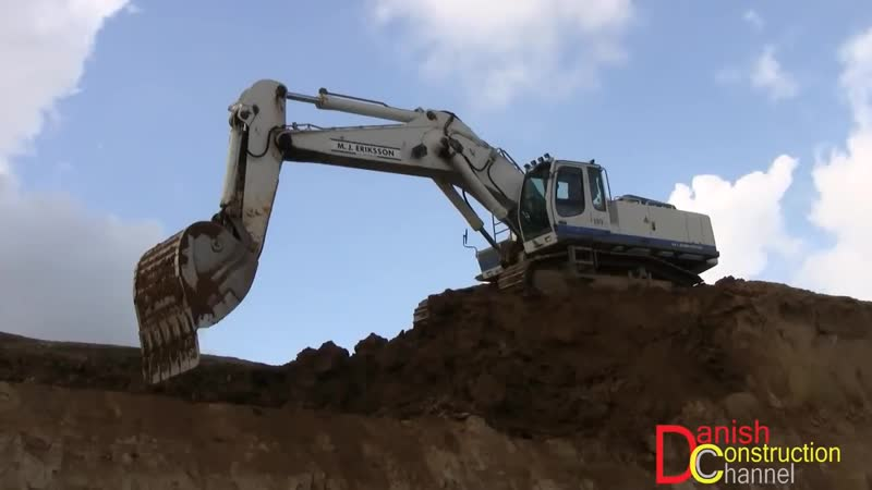 Liebherr R964C Excavator With GPS Loading Volvo A35 Dumpers On A High Bench