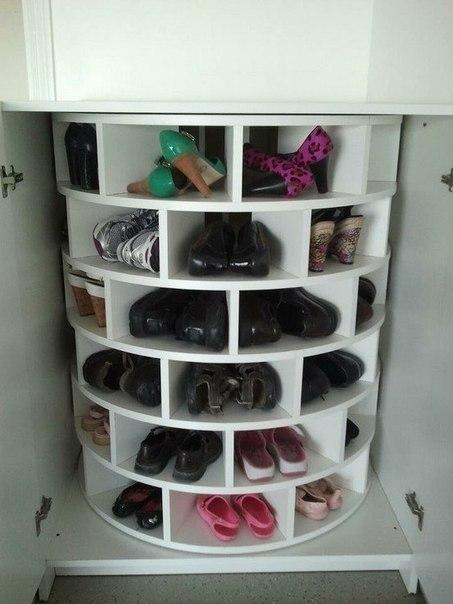 Практичная идея для прихожей - вращающийся обувной шкаф
