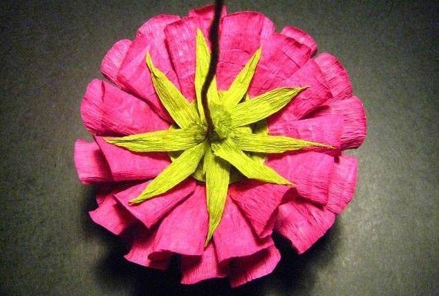 астры из гофрированной бумаги с конфетами